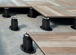 Pavimenti galleggianti: regolarizza il piano di calpestio con la struttura regolabile